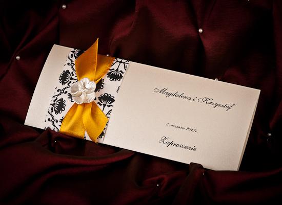 Eleganckie zaproszenie ślubne z opaską i wstążką